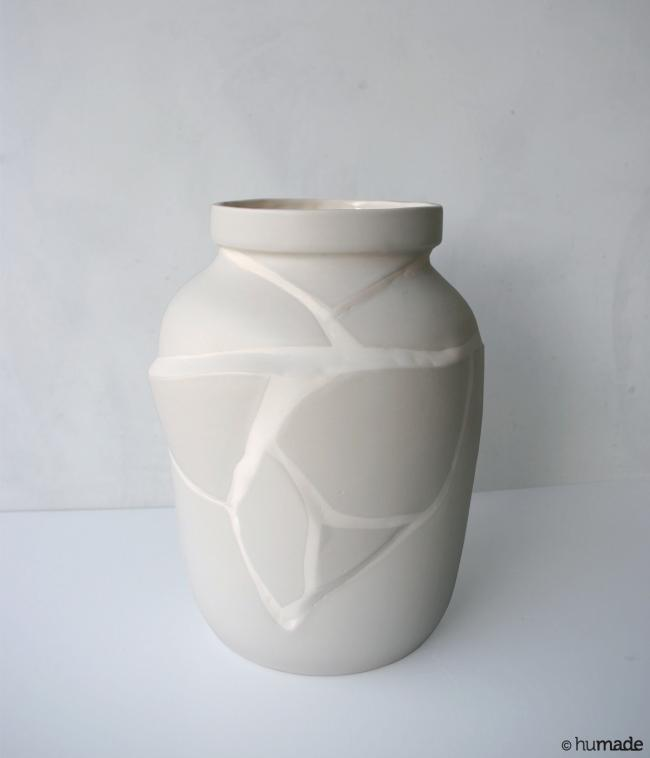 Tectonic vase / earthenware - The tectonic vase invites you to look at change differently. Just like shifts in the earth's c...