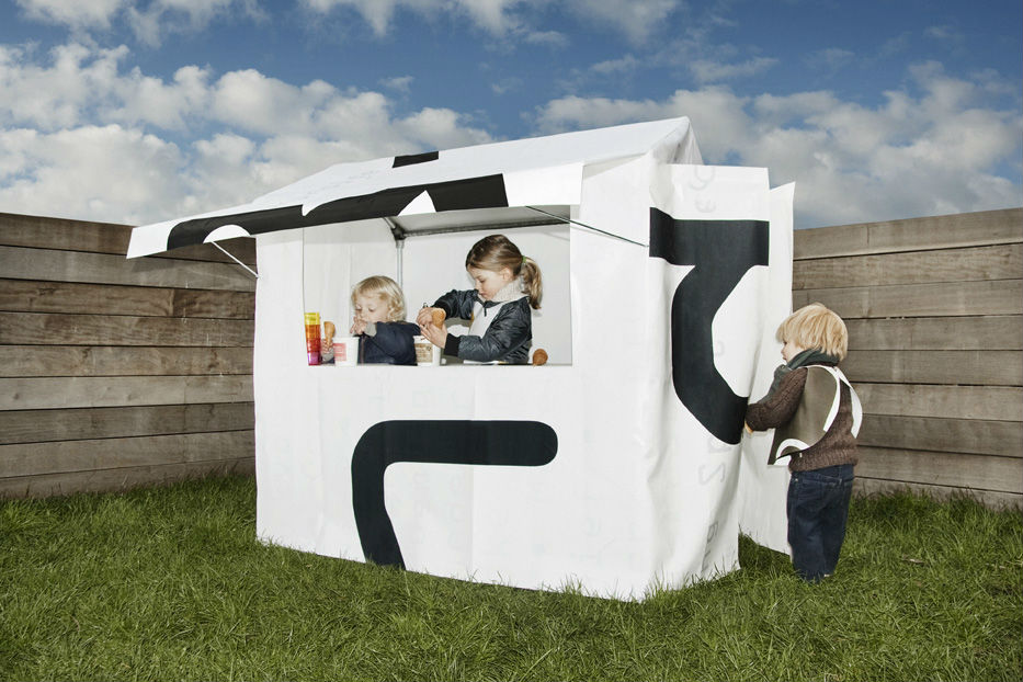 Frietkot / Fish & chips shop - FRIETKOT is a cool and simple children toy shop. FRIETKOT has a canopy, a counter and small fol...